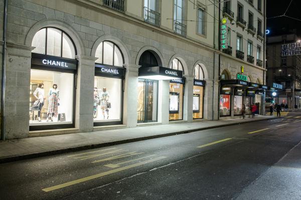 964d6ad56f9 Elle sera imitée deux mois plus tard par sa concurrente Hermès qui mettra  la main sur le numéro 39 pour 68 millions.